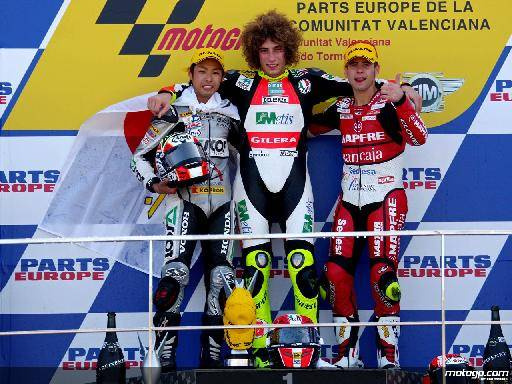 003-235805_Yuki+Takahashi+Marco+Simoncelli+and+Alvaro+Bautista+on+the+podium+at+Valencia+250cc-1280x960-oct26.jpg._original.jpg